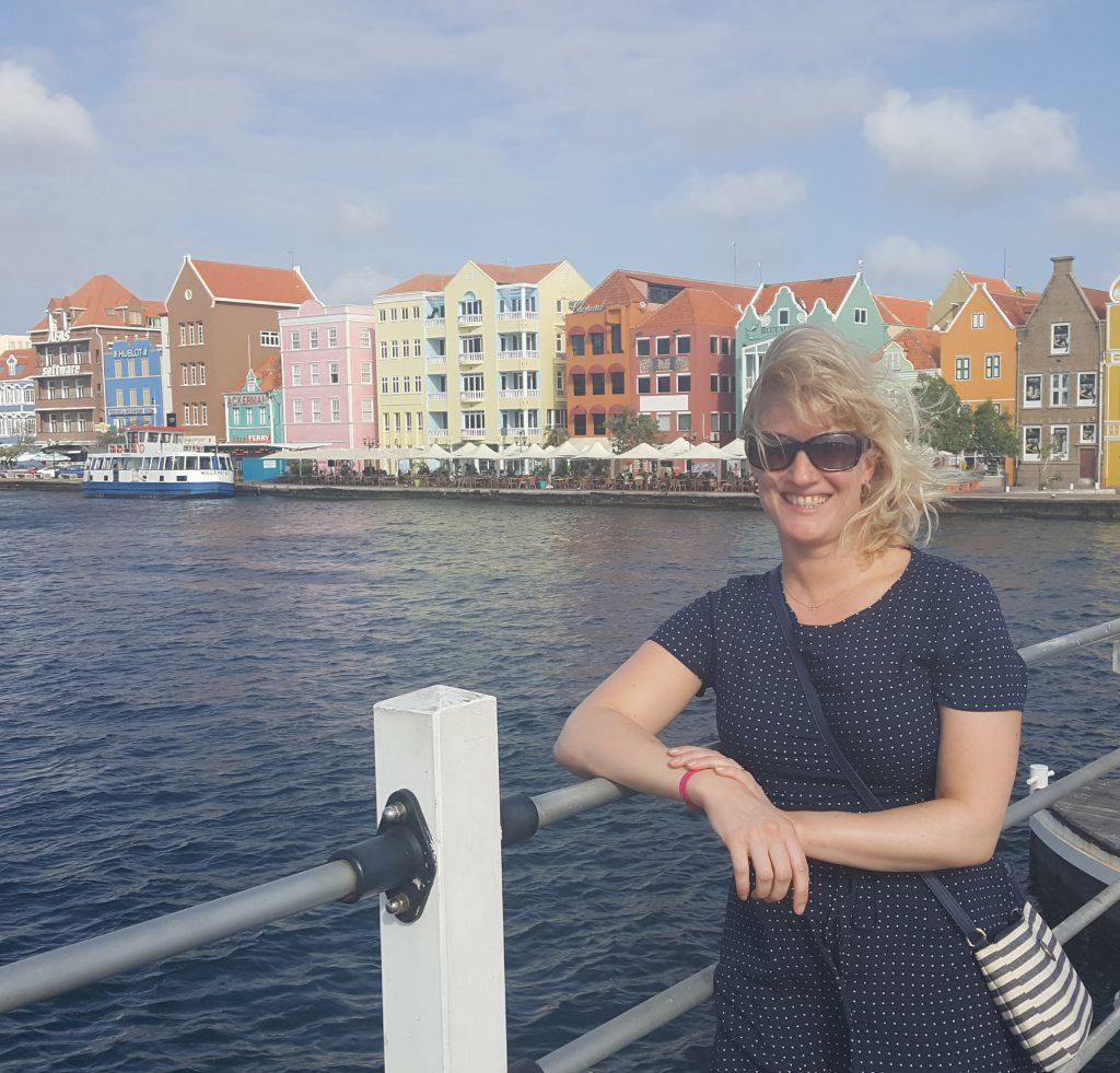 Handelskade vanaf Koningin Emma brug, Willemstad Curacao